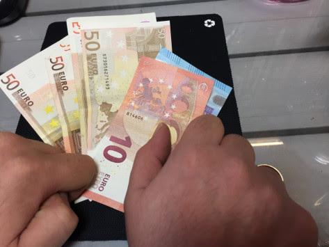 Κατασχέσεις στα οικογενειακά επιδόματα ΟΓΑ! Το μεγάλο κόλπο – Πως αρπάζουν τα χρήματα