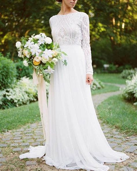30 Trendy Winter Wedding Dresses To Get Inspired