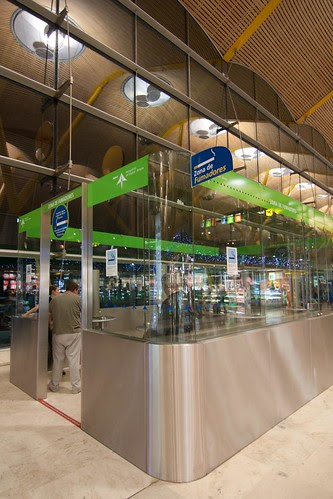 Zona de fumadores de la T-4 Aeropuerto Madrid Barajas