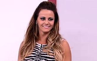 Viviane Araújo participa da Escolinha do Gugu deste domingo (9)