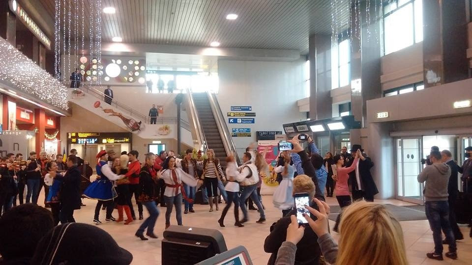 Flashmob pe Otopeni în aceeaşi zi în care Tarom a anulat mai multe zboruri spre Suceava