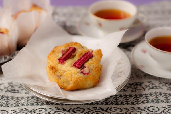 Rhubarb and yoghurt muffins