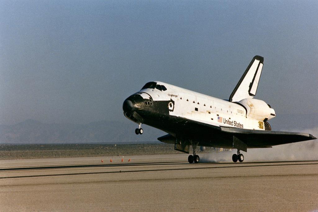 Jun24-1983-STS7landing