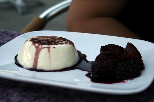 Vanilla panna cotta with figs
