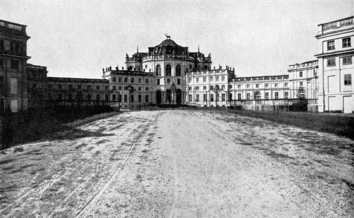 Филиппо Ювара. Охотничий замок в Ступиниджи близ Турина. 1729- 1734 гг. Главный корпус.
