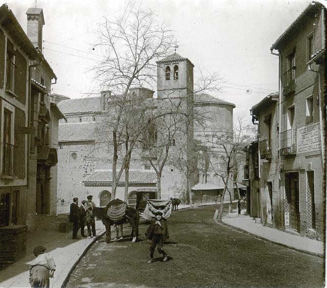 Iglesia de Santiago del Arrabal (Toledo) en 1913. Fotografía de Luis Calandre Ibáñez