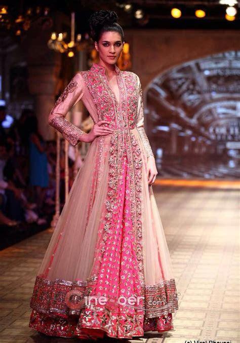 Beautiful manish malhotra lehenga   Indian Wedding dresses