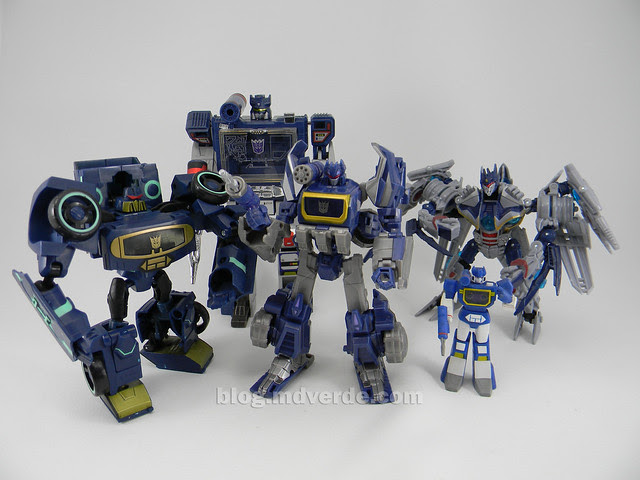 Transformers Cybertronian Soundwave Generations Deluxe vs otros Soundwave- modo robot