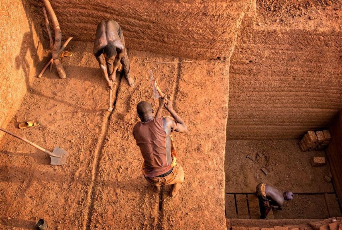 A pedreira de tijolos de Karaba em Burkina Faso 09