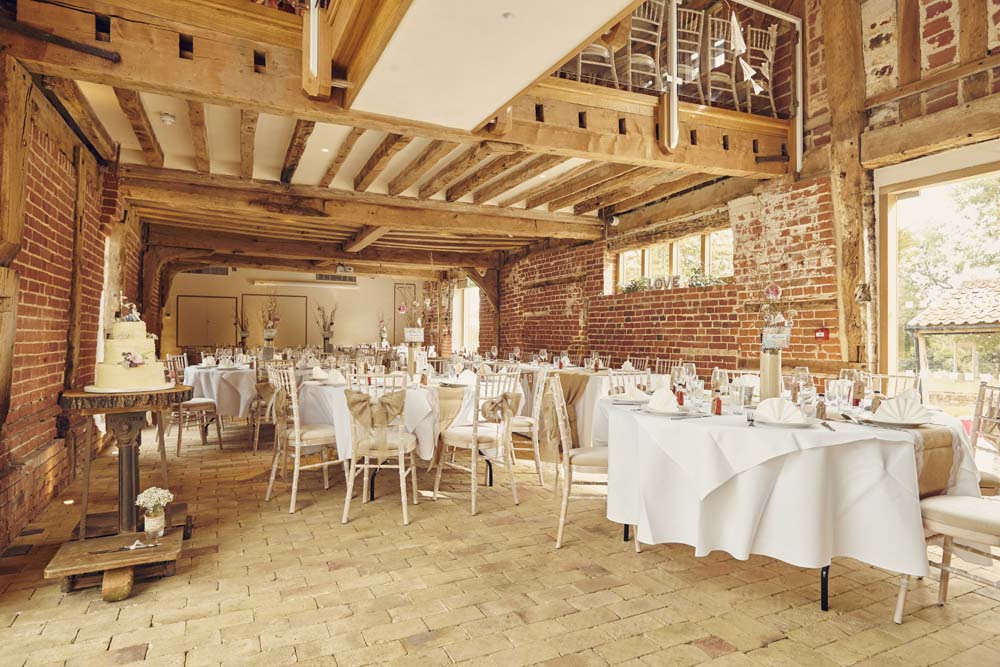 Tudor Barn, Belstead Wedding - www.helloromance.co.uk