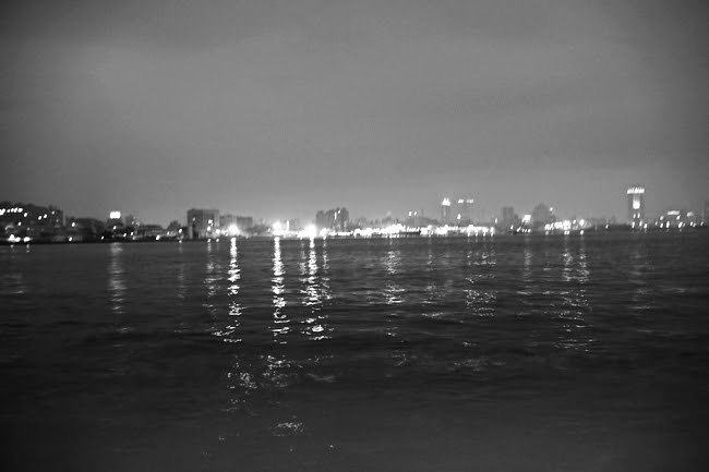 旗津渡船上夜景