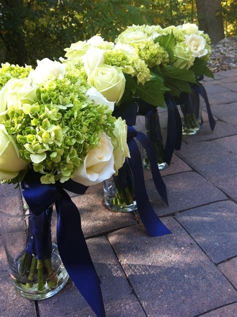 Navy and green wedding, green bouquets, green hydrangea