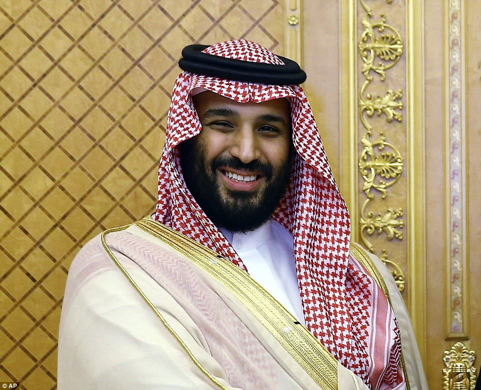 Salman também está pregando austeridade financeira enquanto tenta mudar o reino da dependência do petróleo como parte de um projeto de reforma denominado Vision 2030