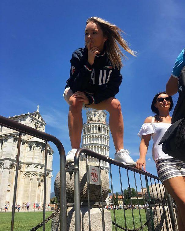 Ποζάροντας με τον Πύργο της Πίζας (9)