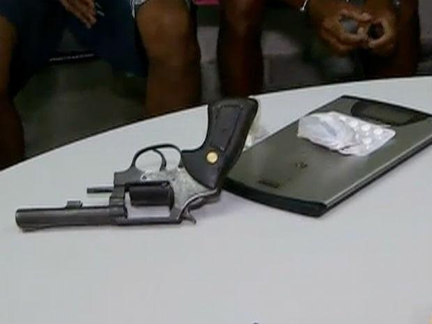 Um revólver foi apreendido pela Polícia Civil em Macaíba (Foto: Reprodução/Inter TV Cabugi)