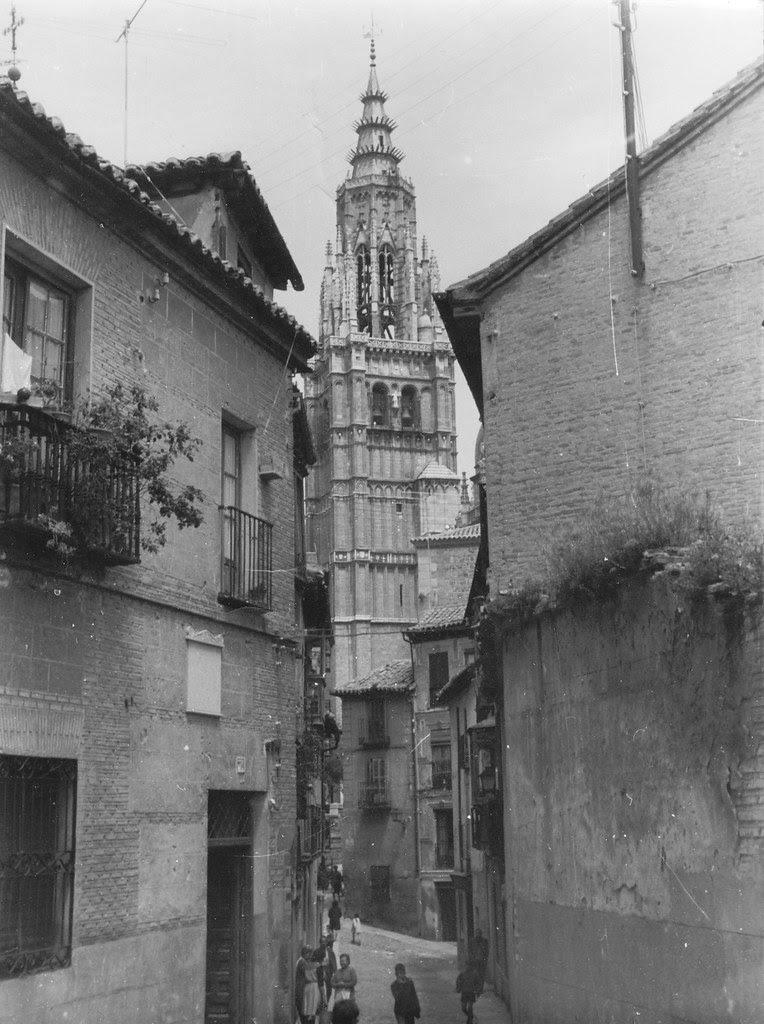 Catedral de Toledo desde la Calle de Santa Isabel en mayo de 1962. Fotografía de Eduardo Butragueño Bueno