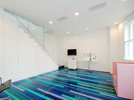 Abstrak Lantai Rumah Biru