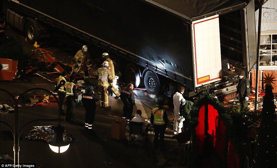 Horror: MailOnline tem muzzed o corpo de uma vítima - o homem ficou deitado sob uma das rodas no ataque terrorista