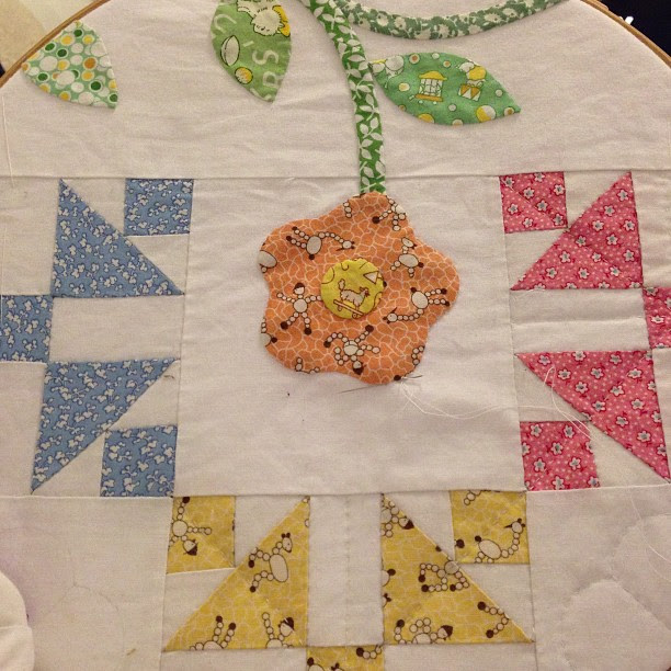Cold, rainy weather. Perfect for hand #quilting my Old Fashioned Charm #repro #quilt while watching tellie.