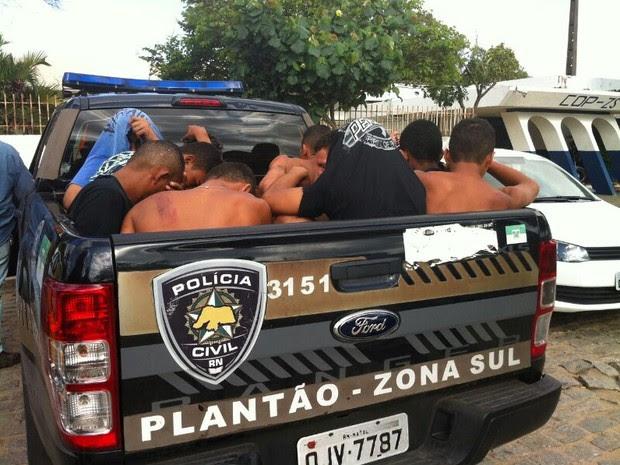 Oito pessoas foram presas pela Rocam na zona Leste de Natal (Foto: Michele Rincón/Inter TV Cabugi)