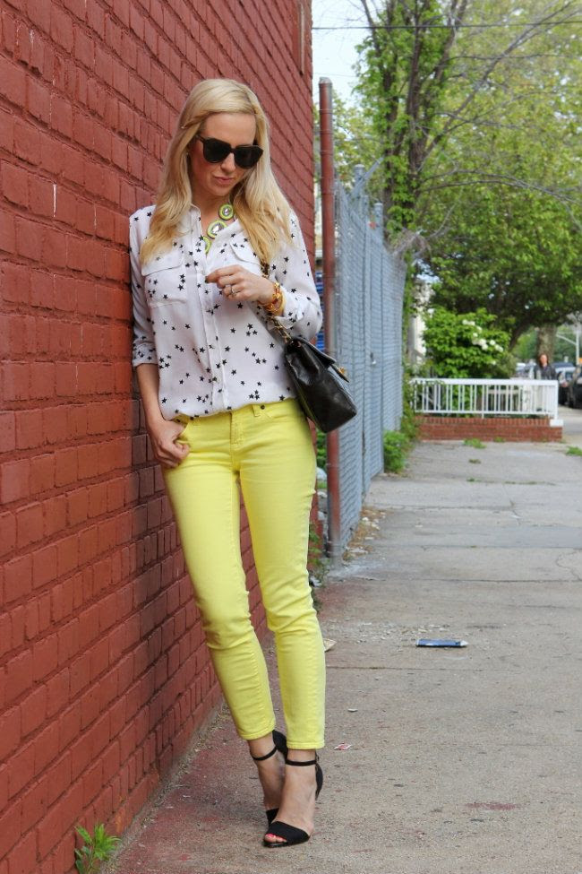 Colorful jeans and a fun blouse; definitely plan to try it this weekend!