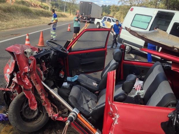 Acidente de trânsito deixa três feridos em Rodovia de São Pedro (Foto: Corpo de Bombeiros de São Pedro)