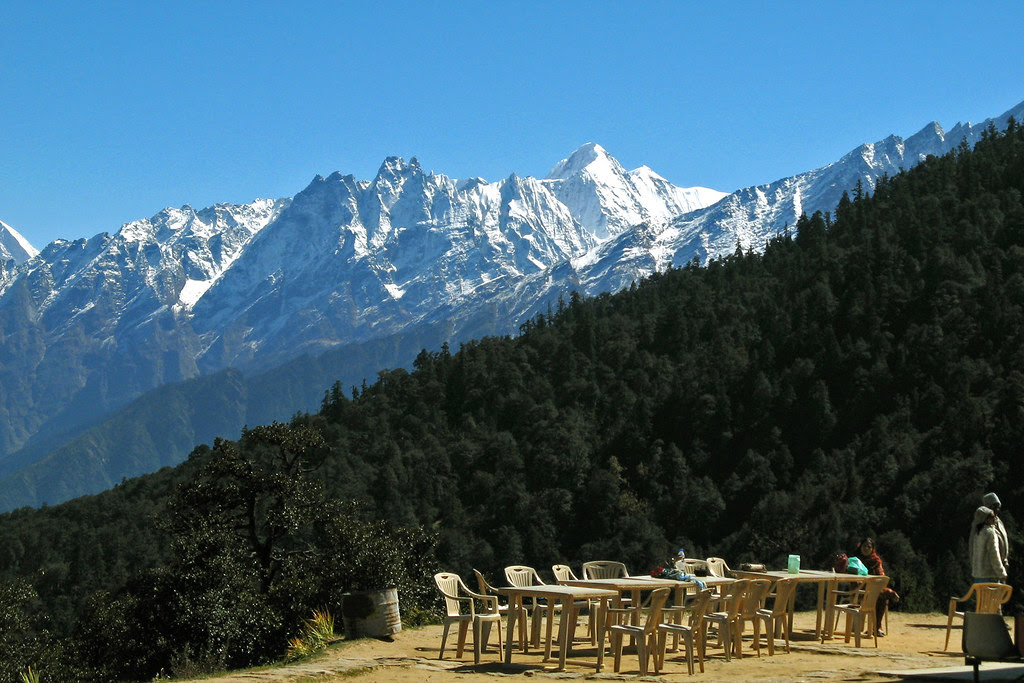 Waiting for tea,Auli.
