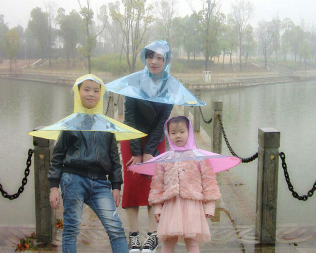Esta capa-guarda-chuva chinesa é a mais recente inovação para se manter enxuto 02