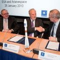 Signature of Arianespace contract