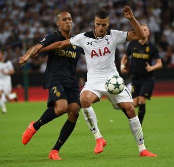 Brasileiro Fabinho do Monaco marca o argentino Lamela do Tottenham  (Foto: EFE)