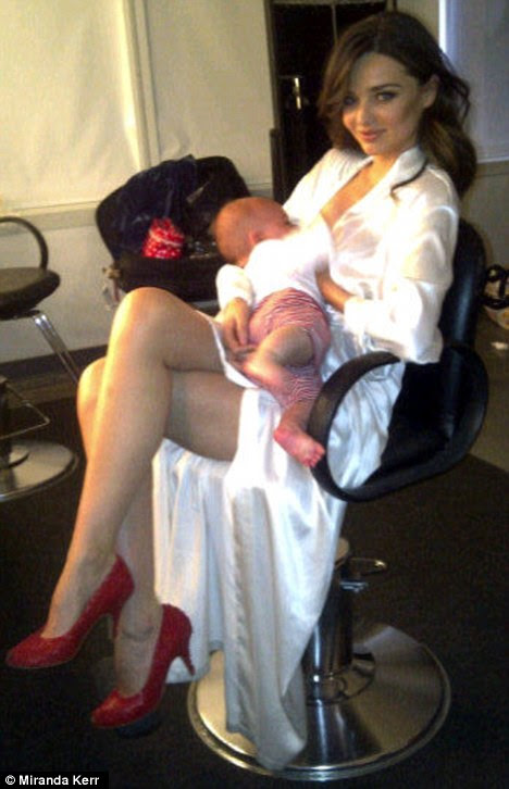Bonding between takes: Miranda Kerr posted this picture on her Twitter page today