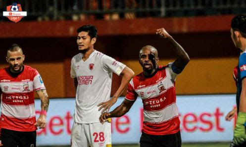Madura United vs PSM Makassar