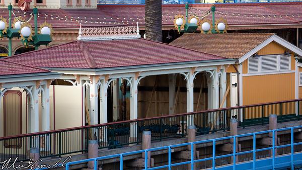 Disneyland Resort, Disney California Adventure, Toy Story Midway Mania, Queue, Structure