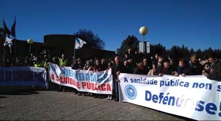 Imaxe da protesta ante o Hospital do Salnés