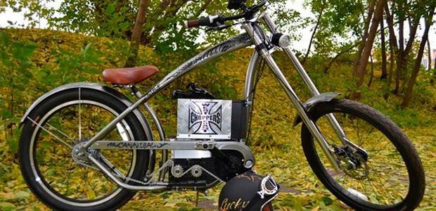 A bike possui dois motores elétricos externos (Foto: Divulgação)