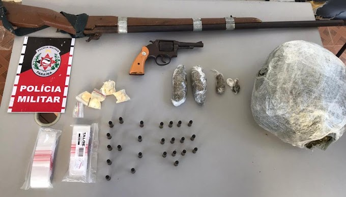 Em Patos, PM apreende arma e droga em casa usada como ponto de tráfico