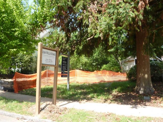 P1090971-2011-04-18-Lanier-Boulevard-Teardown