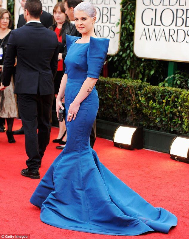 Primeiro no tapete vermelho: E!  correspondente Kelly Osbourne levar a carga para baixo do tapete vermelho no 69 º Prêmio Anual Globo de Ouro realizada no Beverly Hilton Hotel de hoje