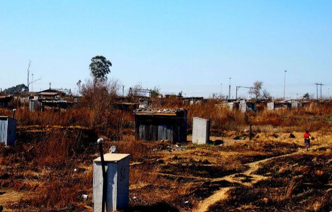 Aspecto de una barriada de chabolas en Sudáfrica