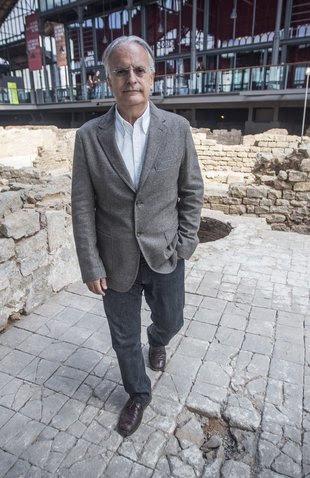 L'historiador Albert Garcia Espuche a les ruïnes del Born