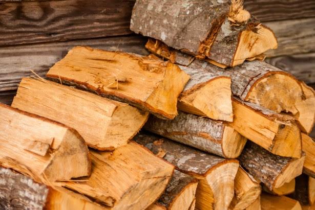 eladó hasított tűzifa XVIII. kerület Akácos köz