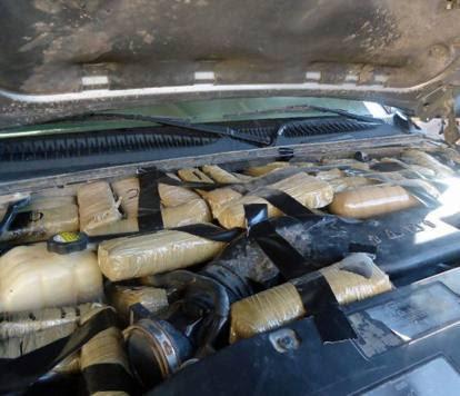Dall'anguria al kayak, i trucchi dei narcos per nascondere la droga