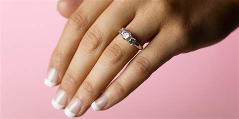 Male recruiter advises women 'not to wear engagement rings