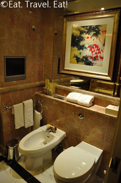 Island Shangri-La Room 5018 Bidet/Toilet