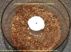 Gemalen bruine basterdsuiker met amandelspijs