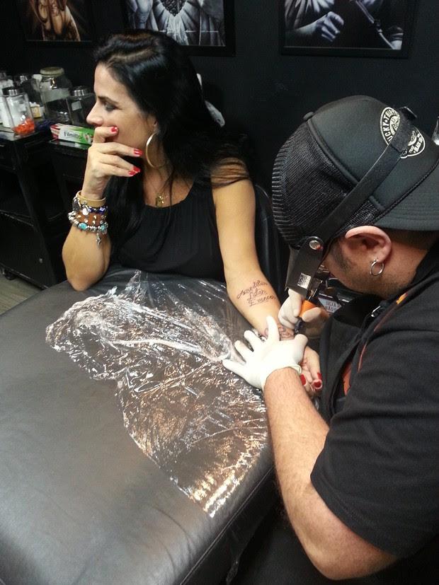 Ego Solange Gomes Cobre Tatuagem Da Inicial Do Ex Marido