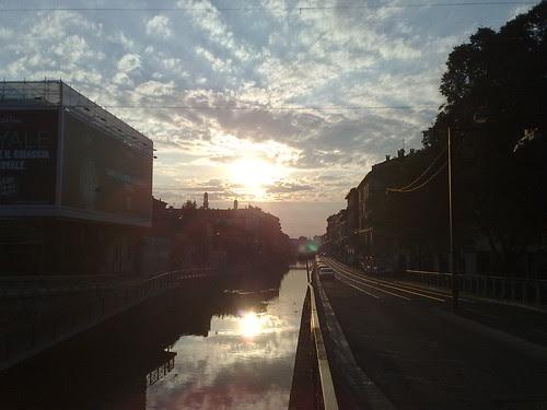 Il sole del mattino sul Naviglio by durishti
