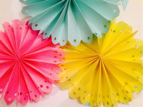 DIY Decorated Paper Fan Backdrop / Wedding Party