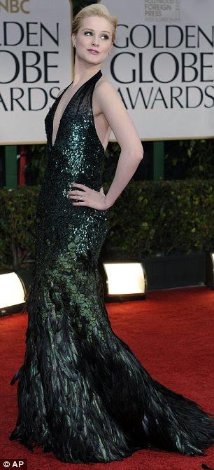 Indo contra a multidão: Michelle Williams usou um vestido azul-escuro de Jason Wu, enquanto Evan Rachel Wood parece ter sido inspirado por um pavão para ela ensemble penas embelezado