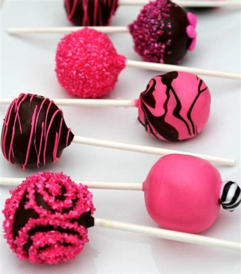 Best 25  Hot pink cakes ideas on Pinterest   Pink cakes